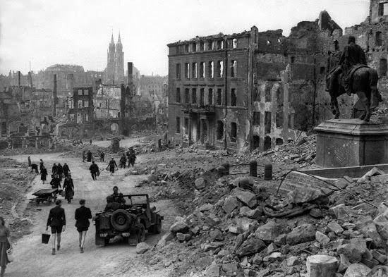 Nuremberg_in_ruins_1945_HD-SN-99-02987